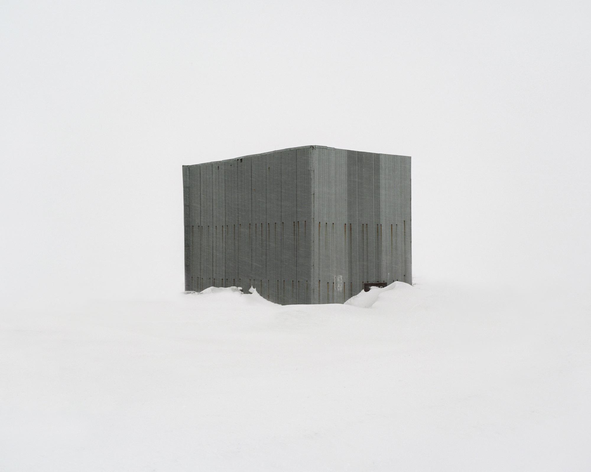 Sarkophag über einem 4 km tiefen Bohrloch, seinerzeit eine der tiefsten wissenschaftlichen Bohrungen weltweit – Russland, Region Murmansk, 2013