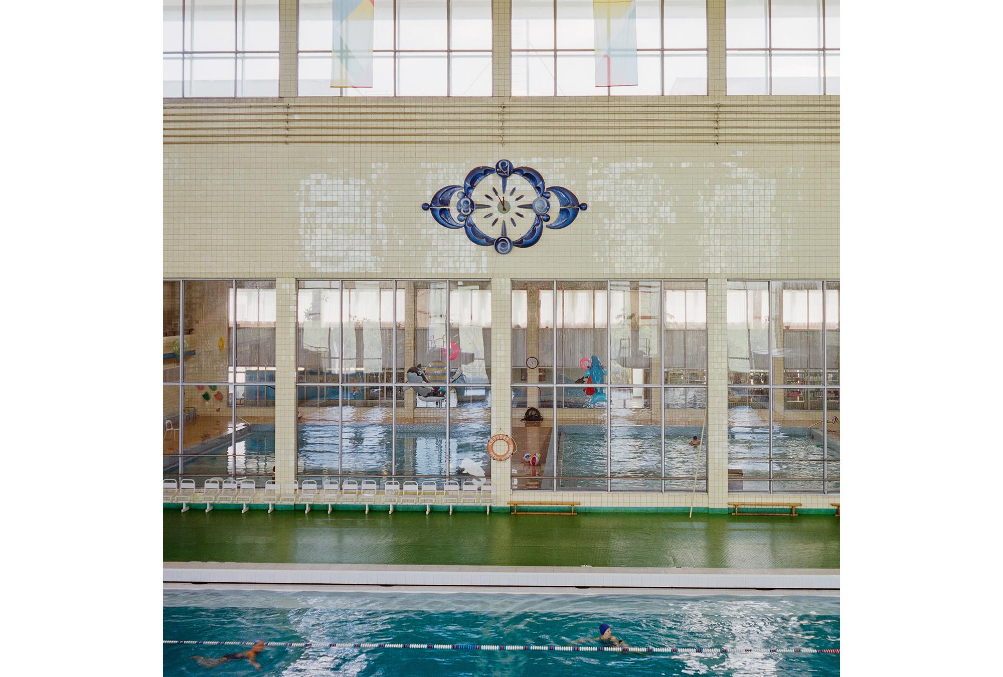 In der 1979 errichteten Sportanlage im Olympischen Dorf konnten die Sportler trainieren. Hier trainierten Schwimmer, Leichtathleten, Basketballer, Boxer und Gewichtheber. Auch heute noch findet hier Kampfsport- und Leichtathletiktraining für Kinder und Erwachsene statt; die Schwimmanlage ist in Betrieb.