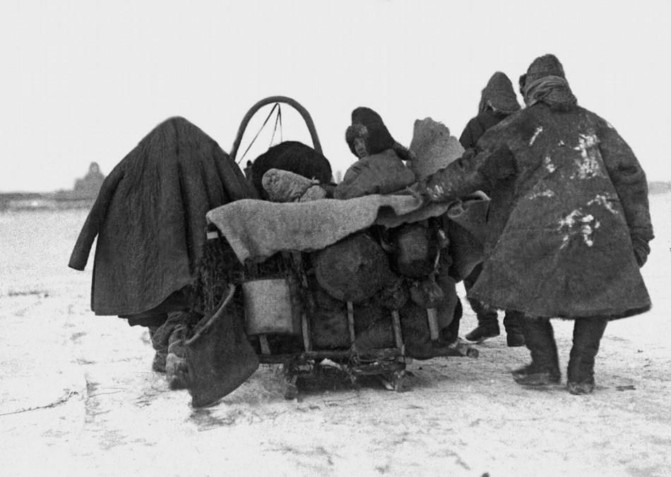 Vielfach brachen Gemeinschaften angesichts der verheerenden Bedingungen auseinander / Foto © Zentrales Staatsarchiv der Republik Kasachstan für Film- und Fotodokumente sowie Tonaufnahmen