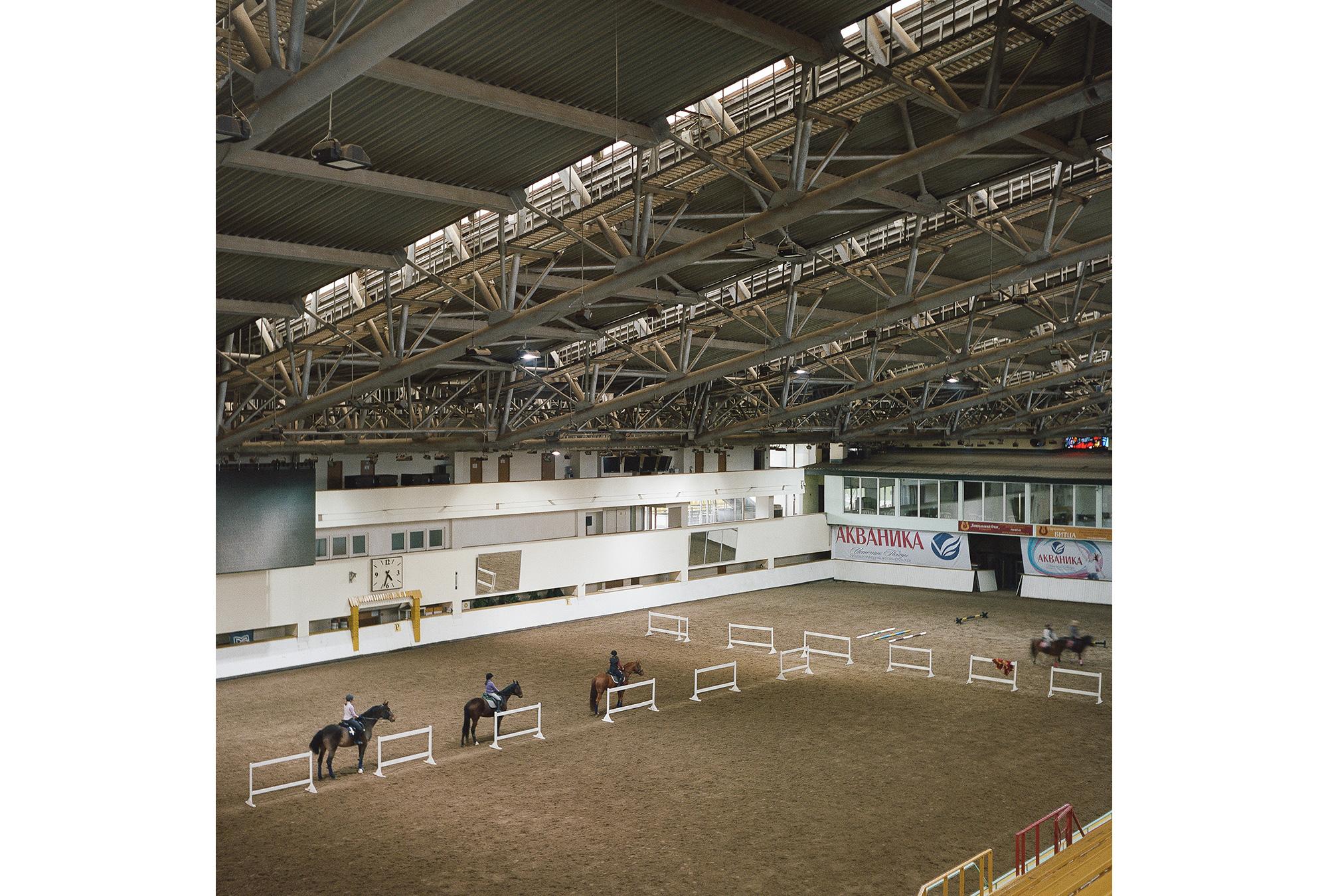 Die Reithalle des Bitza-Reitsportstadions wurde 1980 fertiggestellt und ist immer noch in Betrieb.