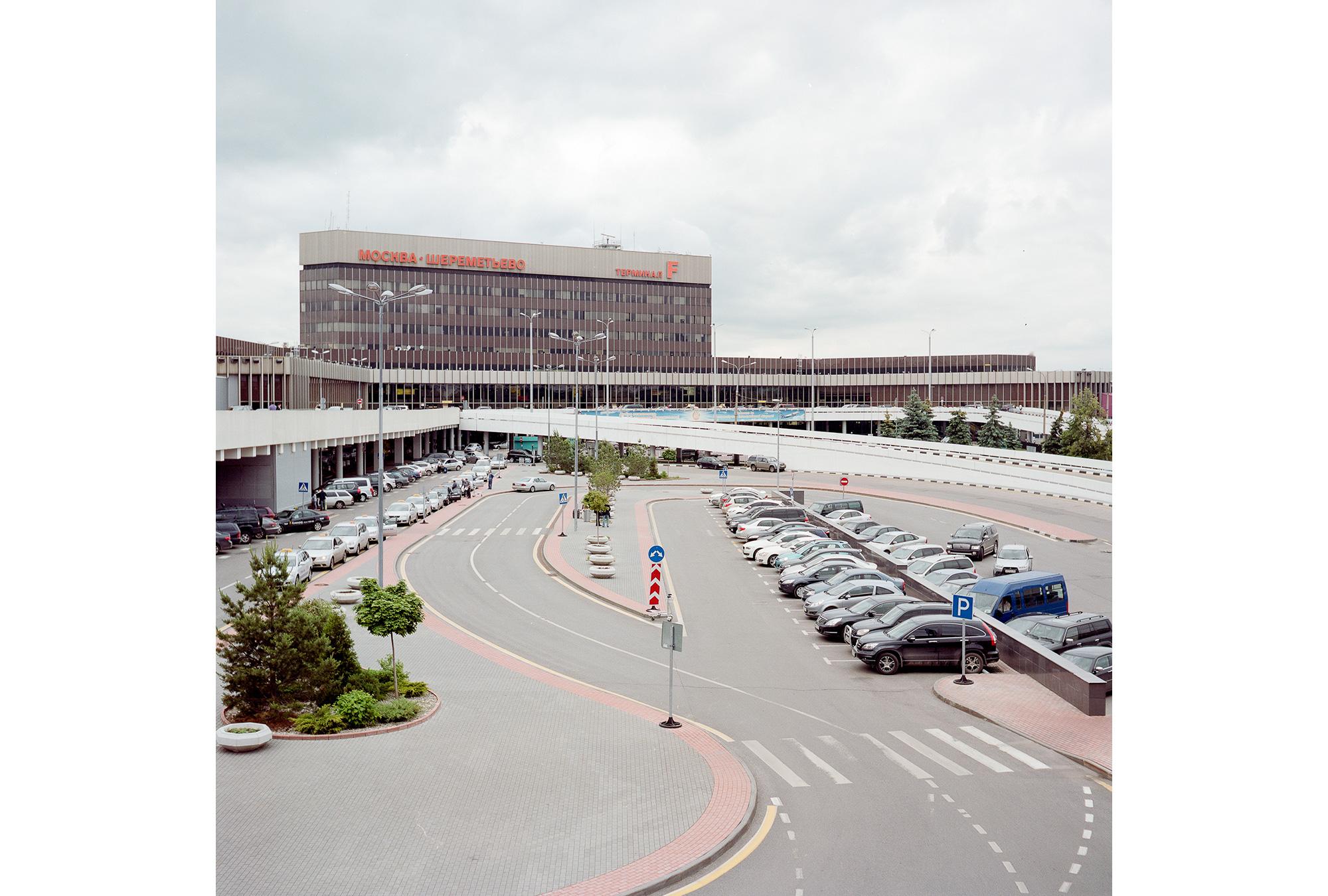 Das internationale Terminal am Flughafen Scheremetewo. Es wurde 1980 fertiggestellt, kurz bevor die Olympischen Spiele begannen. Während der Spiele wurden an diesem Terminal beinahe eine halbe Million internationaler Fluggäste abgefertigt.