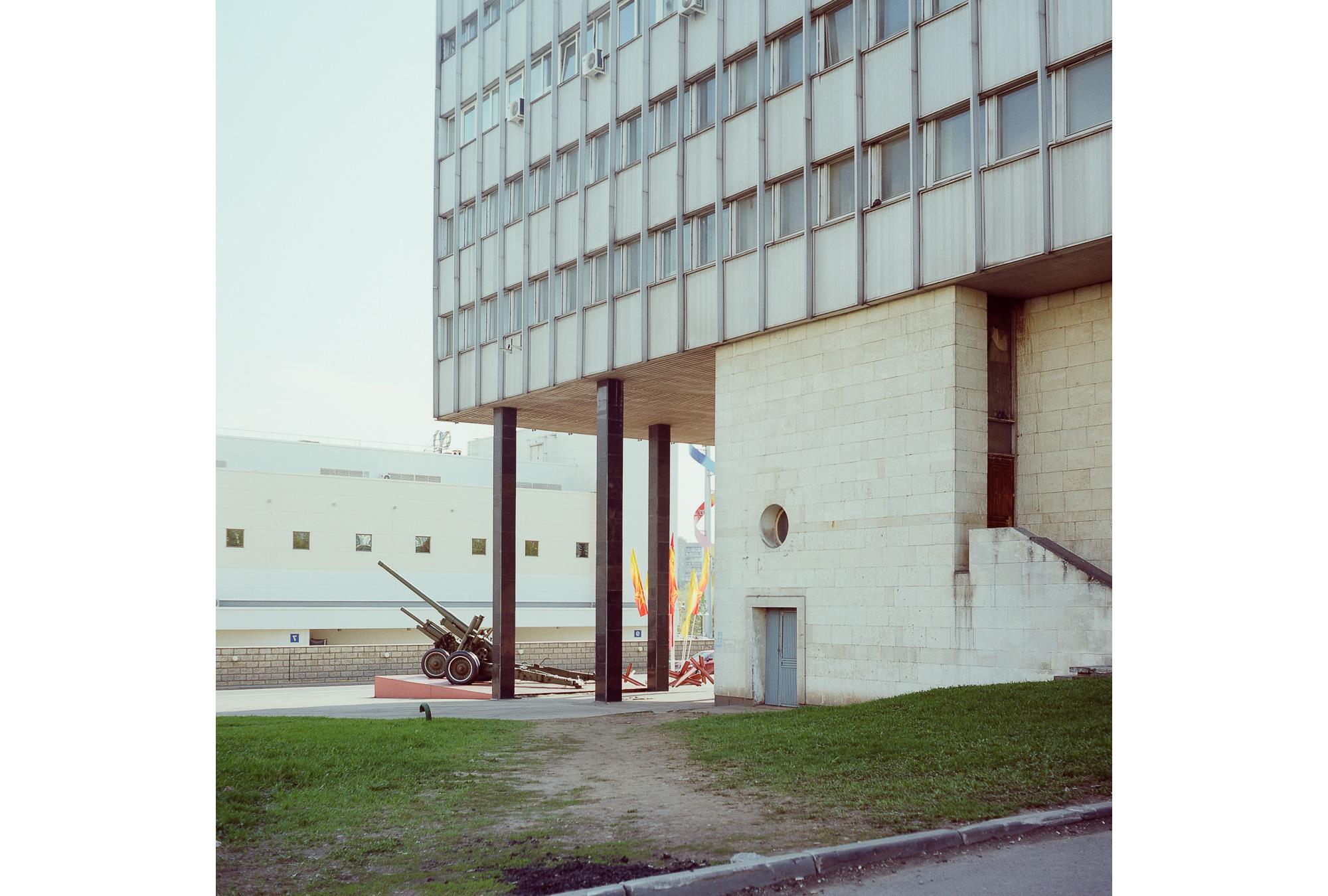 Museum der Verteidigung Moskaus und Sitz der Staatsanwaltschaft. In diesem Gebäude waren das Pressezentrum und die Leitung des Olympischen Dorfs untergebracht.