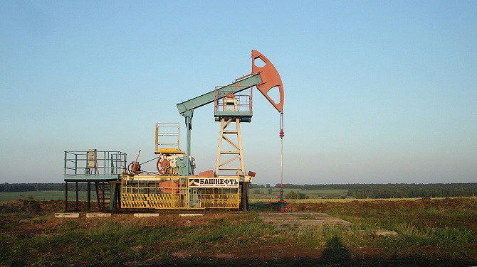 Allein das Öl vermag es, Finanzströme zu generieren, die den Steuereinnahmen ganzer Staaten entsprechen / Foto © Acodered/Wikimedia unter CC BY-SA 3.0