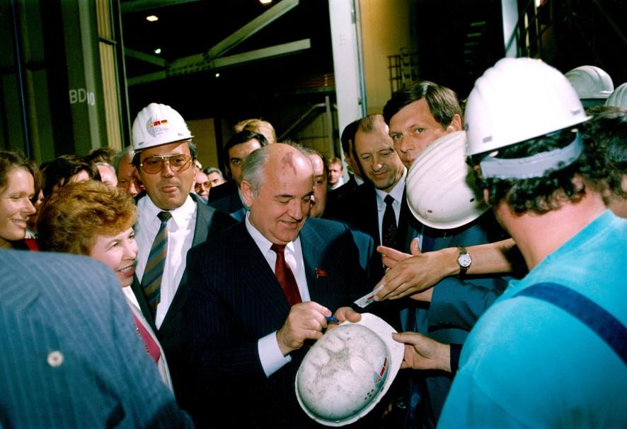 1989 – Besuch bei Stahlarbeitern in Dortmund / Foto © thyssenkrupp