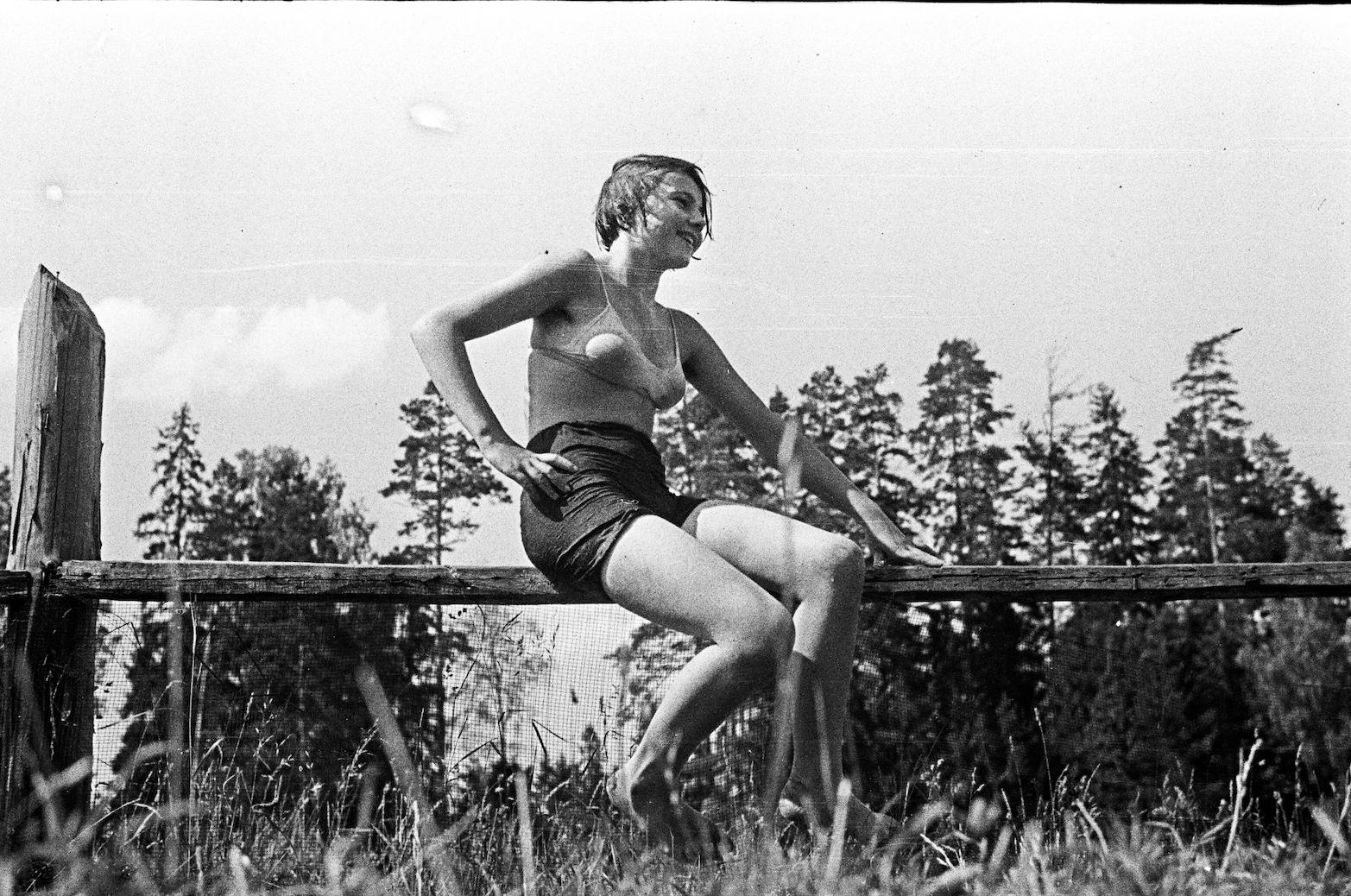 In einem Vorort von Leningrad, Foto – Jewgeni oder Jakow Henkin (1936–37)