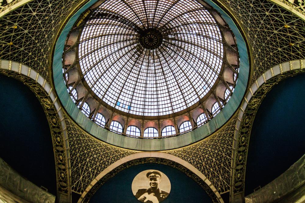 1959 ist der Pavillon der Mechanisierung zum Kosmos-Pavillon geworden. Hier ein Blick in die Kuppel. Foto © Sergey Norin unter CC BY 2.0