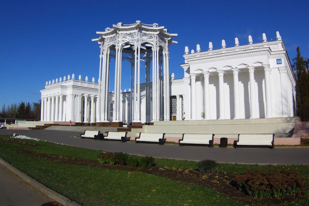 Usbekistan-Pavillon. Die Pavillons zeigten Dekorationen und Kunsthandwerk, die für die jeweilige Region typisch waren. Foto © Artyom Polevoy unter CC BY 2.0