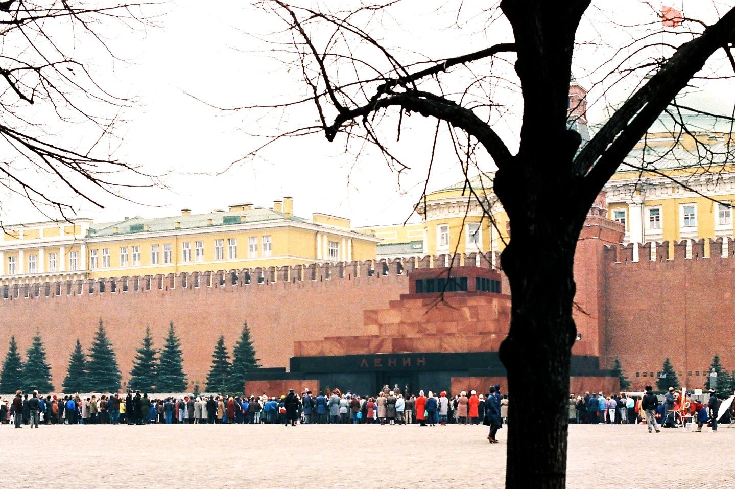 Schlange stehen für Lenin, im Jahr 1988. / Foto © Tobias von der Haar/flickr