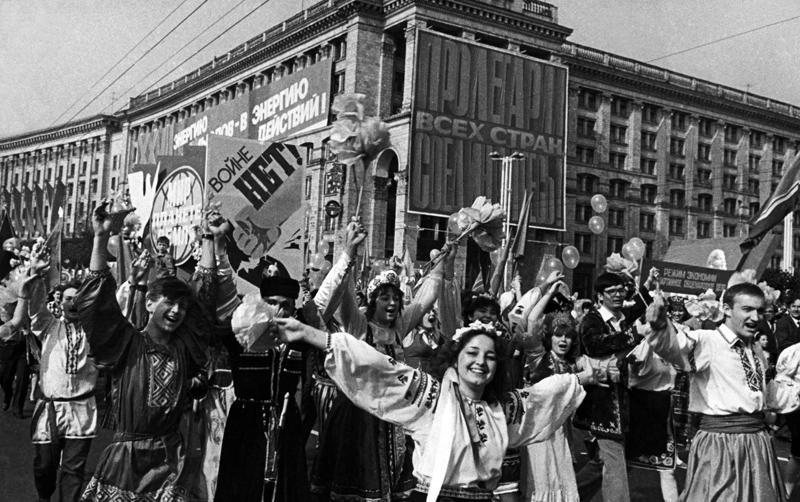 Parade zum 1. Mai 1986 in Kiew, fünf Tage nach dem GAU von Tschernobyl. Foto © Ukrinform
