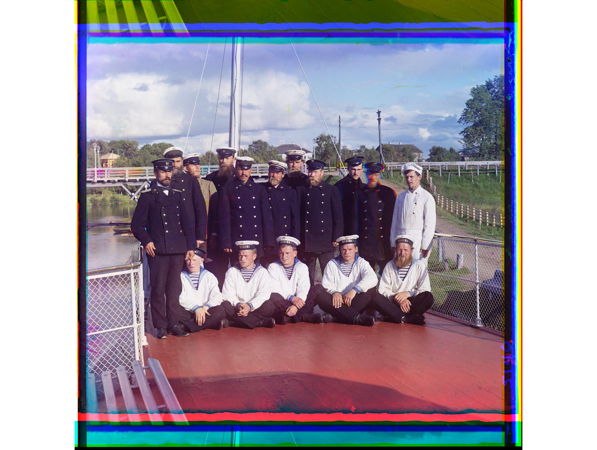 Mannschaft des Dampfschiffs M. P. S. Scheksna, auf dem Prokudin-Gorski von der Mündung des Flusses Swir bis Rybninsk fuhr, 1909