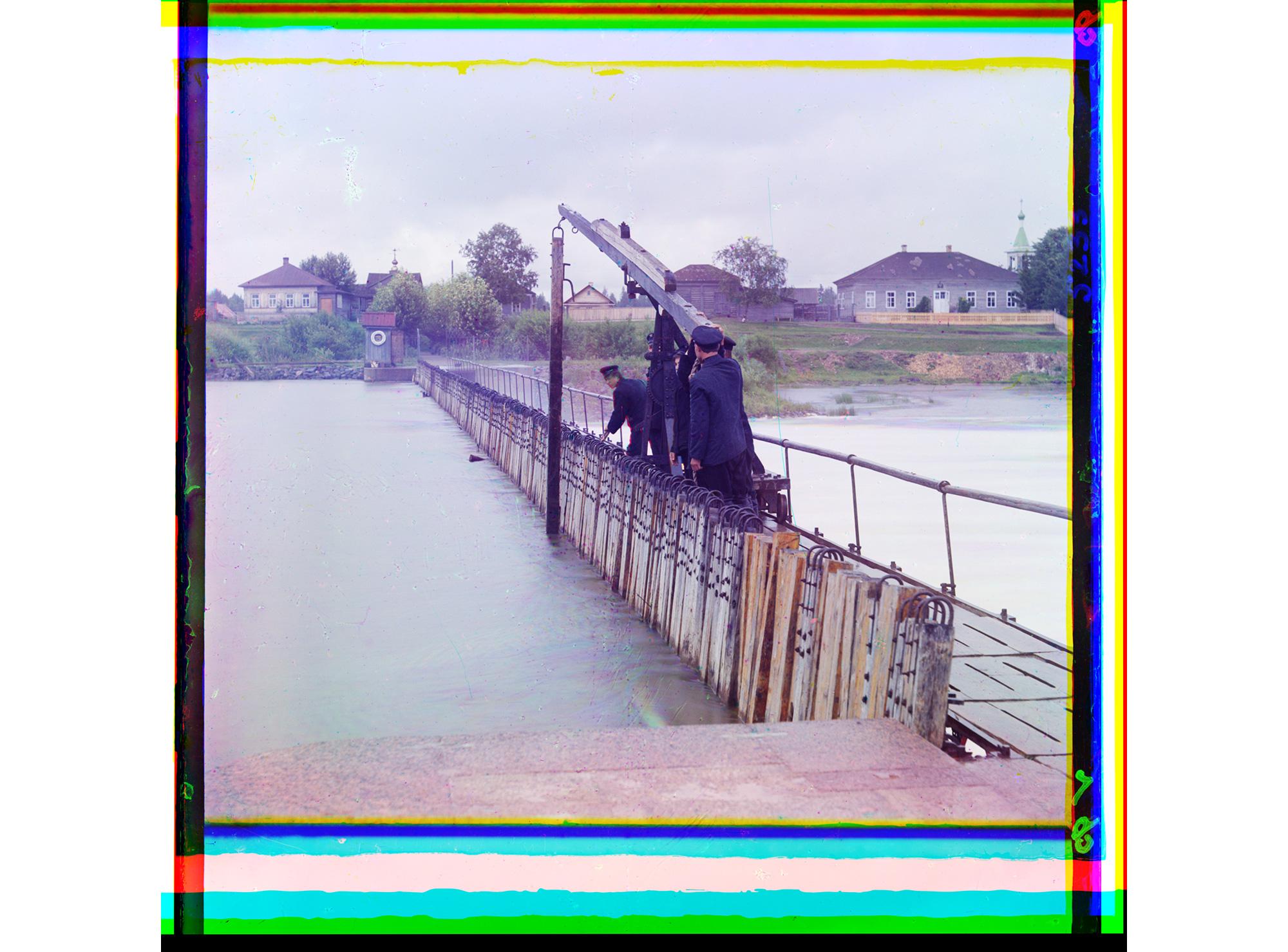 Eine Speiche wird aus einem Damm gezogen (nach der Methode von Poiré), 1909