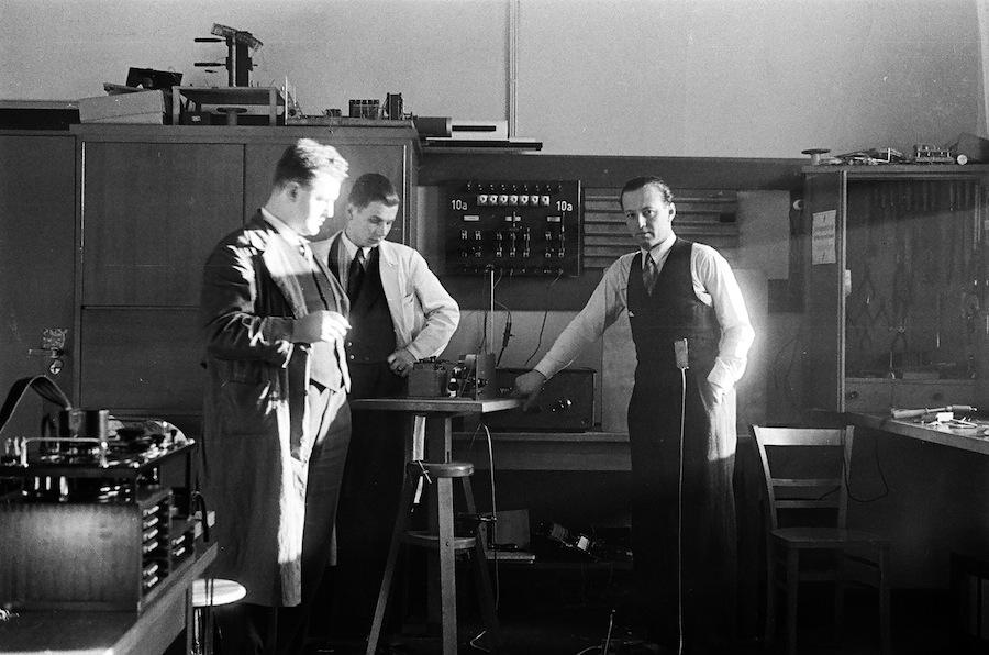 Berlin. Jewgeni Henkin (rechts) im Heinrich-Hertz-Institut