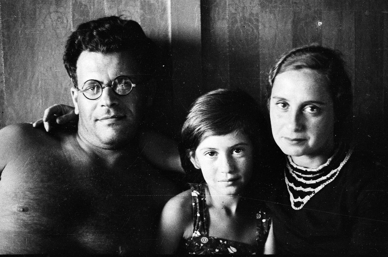 Leningrad. Jakow Henkin mit seiner Frau Frida und Tochter Galina