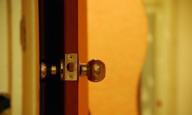 Bürotür ist nicht gleich Bürotür in einer Petersburger Bezirksverwaltung / Foto © Nikita Kravchuk/flickr