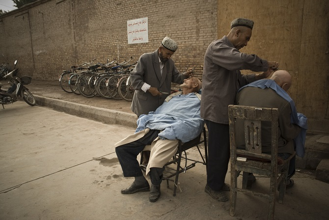 Friseure in Kaxgar, 2007 / Foto © Konstantin Salomatin