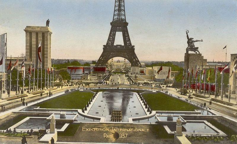 Die monumentale Statue gewann – gemeinsam mit dem gegenüber platzierten deutschen Pavillon – den Grand Prix.