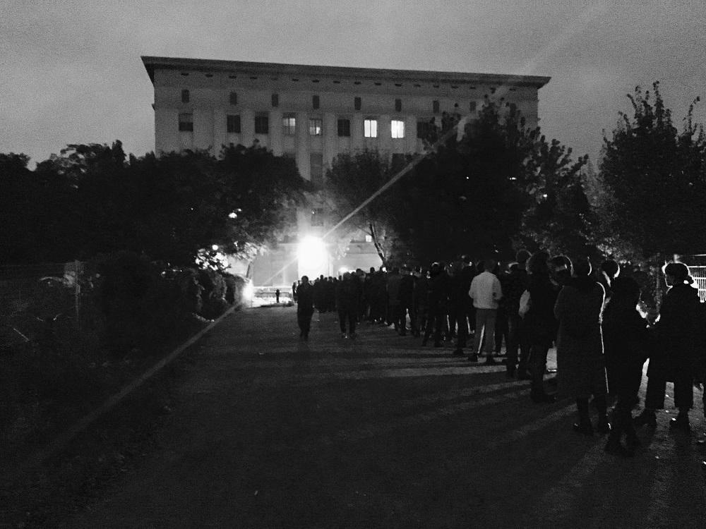 Очередь перед Бергхайном в Берлине / © Michael Mayer/Wikimedia Commons