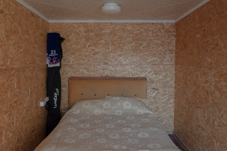 Schlafzimmer in dreistöckiger Garage / Foto© Oksana Ozgur