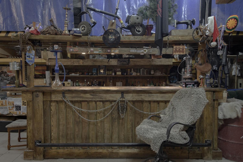 In dieser Garage trifft sich der Motorclub des Ortes. Hier werden die technischen Geräte aufbewahrt und die Klubmitglieder verbringen hier auch ihre Freizeit / Foto© Oksana Ozgur