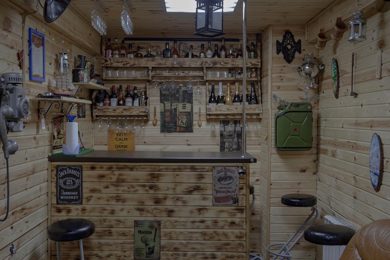 Aufenthaltsbereich für Treffen mit Freunden. Die Garage ist circa 50 Quadratmeter groß. Ein Teil des Raums ist abgetrennt und zu einem Zimmer umgebaut/ Foto© Oksana Ozgur