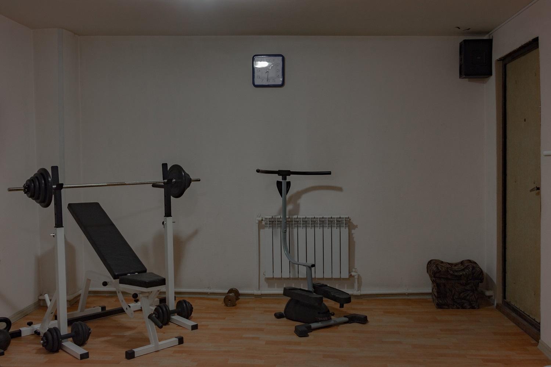 Mini-Sporthalle in einer zweistöckigen Garage / Foto© Oksana Ozgur
