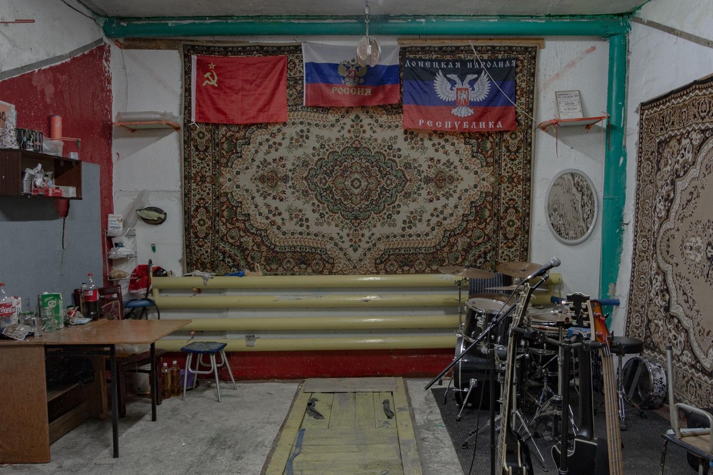 Standardgarage, umgebaut zum Proberaum für die im Ort ansässige Rockgruppe / Foto© Oksana Ozgur
