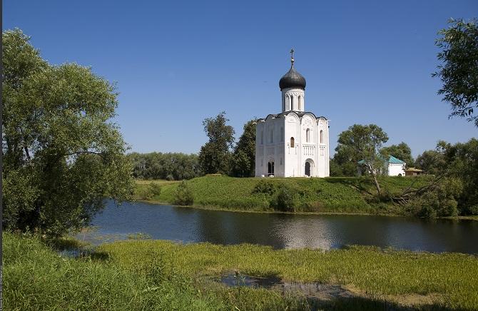 Die Mariä-Schutz-und-Fürbitte-Kirche an der Neri in Bogoljubowo ist weltbekannt / Foto © Nickolas Titkov unter CC BY-SA 2.0