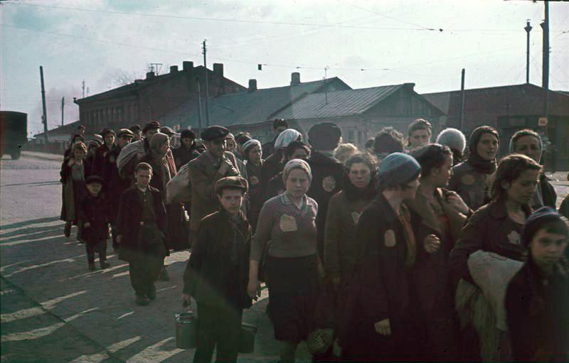 Minsk 1941 (Farbfoto) / Foto © Bundesarchiv, N 1576 Bild-006/Herrmann, Ernst, CC-BY-SA 3.0