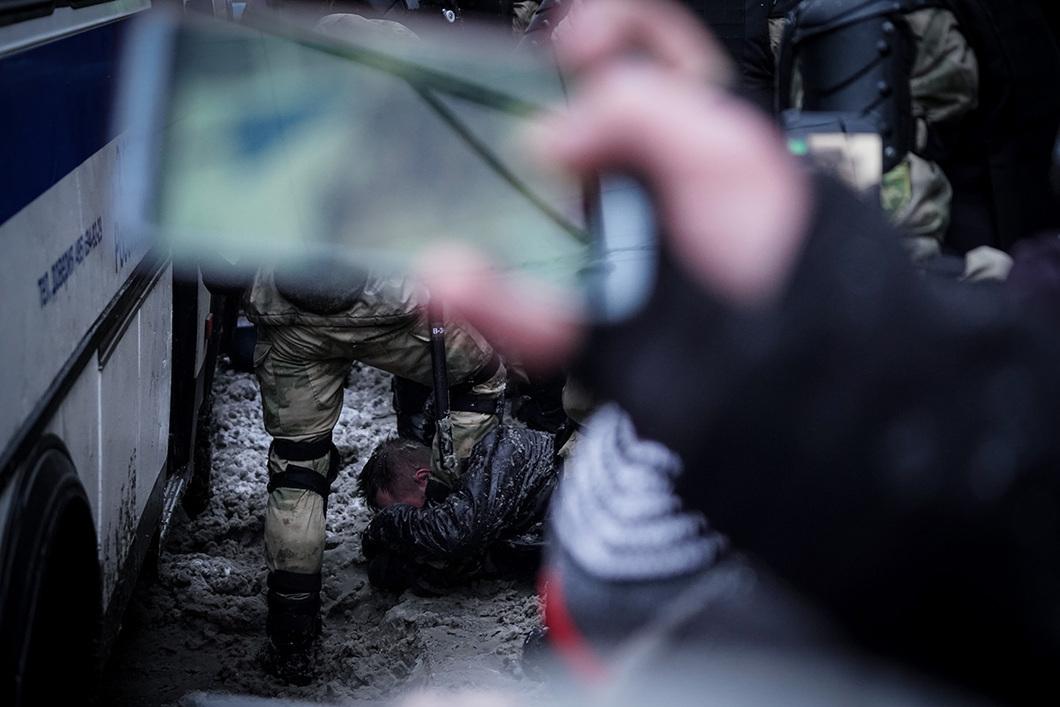"""""""Was bedeuten diese Festnahmen denn? Sie sind das einzige, was der Staatsmacht bleibt."""" / Foto © Vlad Dokschin/Novaya Gazeta"""