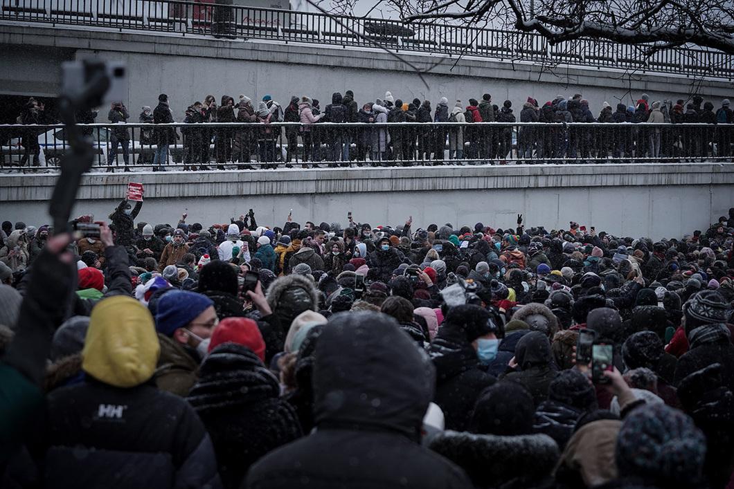 """""""Das Zentrum war abgesperrt, daher hat man dann die Demonstranten durch die Stadtteile, durch kleine und große Straßen gejagt."""" / Foto © Vlad Dokschin/Novaya Gazeta"""