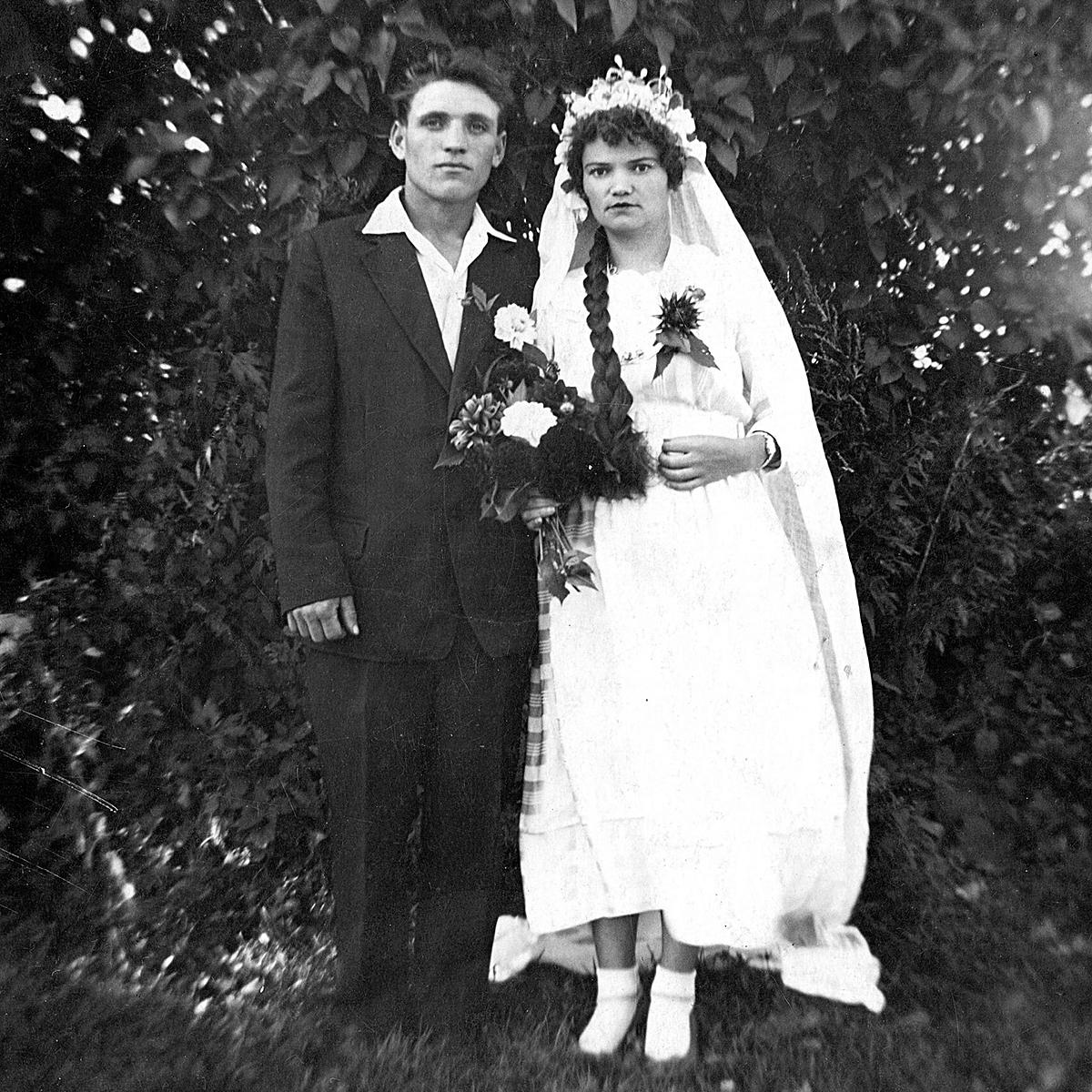 10. Oktober 1962, Mir, Kareličy Rajon, Oblast Hrodna. Uladzimir and Tamara Rafiejenka. Aus dem Archiv von Voĺha Kalasoŭskaja