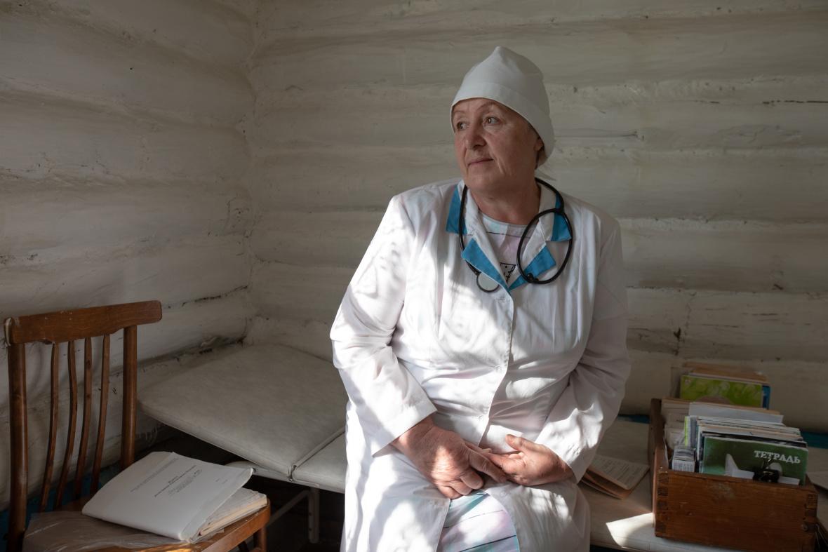 Die Feldscherin Alfira Nugamanowa an ihrem Arbeitsplatz / Foto © Natalja Madiljan