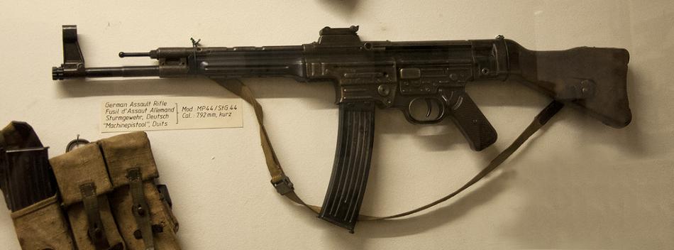 """Der """"Kalaschnikow"""" zum Verwechseln ähnlich - das deutsche """"Sturmgewehr 44"""""""