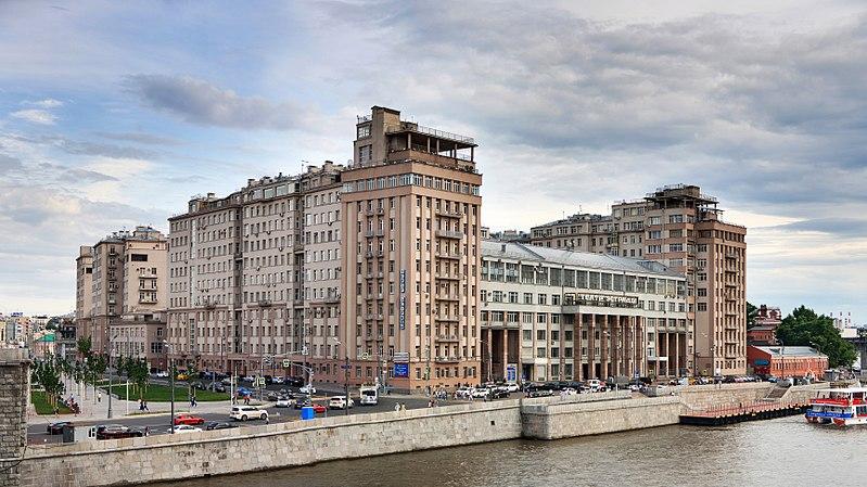 Die zwölfstöckige Trutzburg ist ein beliebtes Wohnhaus direkt am Ufer der Moskwa / Foto © Wikipedia/ Ludvig 14 unter CC BY-SA 4.0