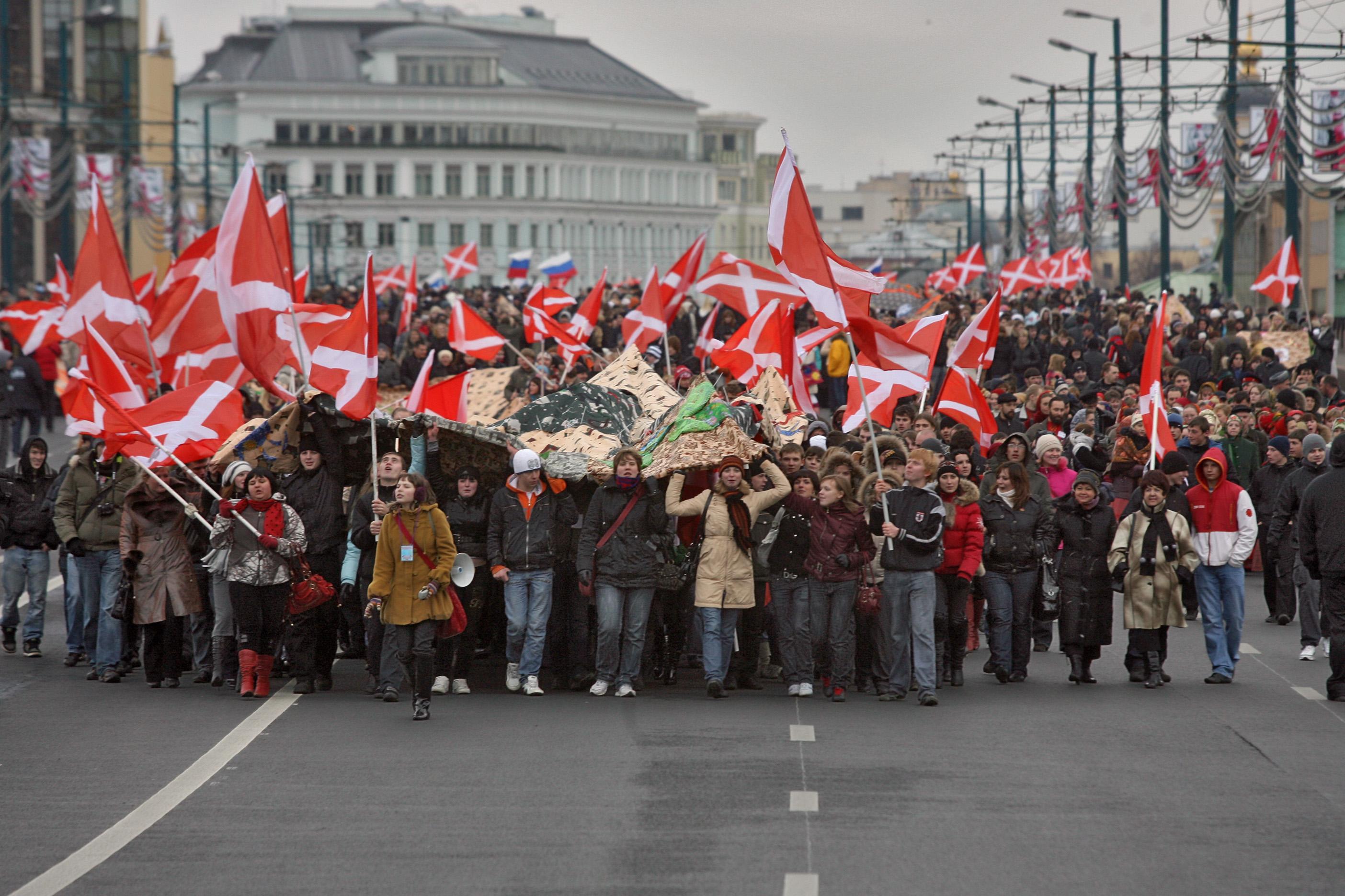 Foto © Dimitri Lebedew / Kommersant. Aktivisten der Jugendbewegung Naschi während einer Aktion am Tag der Einheit des Volkes