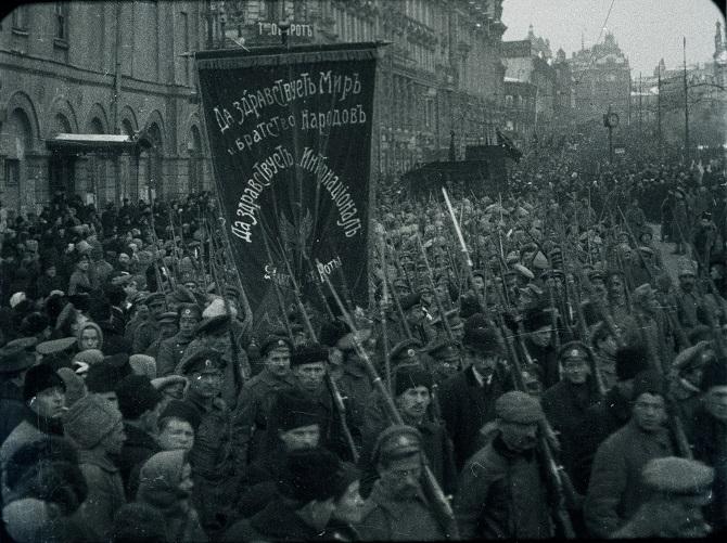 """""""Kleinere Revolten und Lebensmittelknappheit waren nichts Neues."""" Dies trieb die Menschen auf die Straße, hier in Petrograd im Februar 1917"""