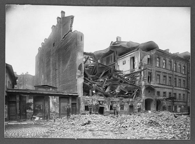 """""""Während der Februarrevolution gab es ziemlich viel Vandalismus."""" Zerstörtes Polizeigebäude in Petrograd"""