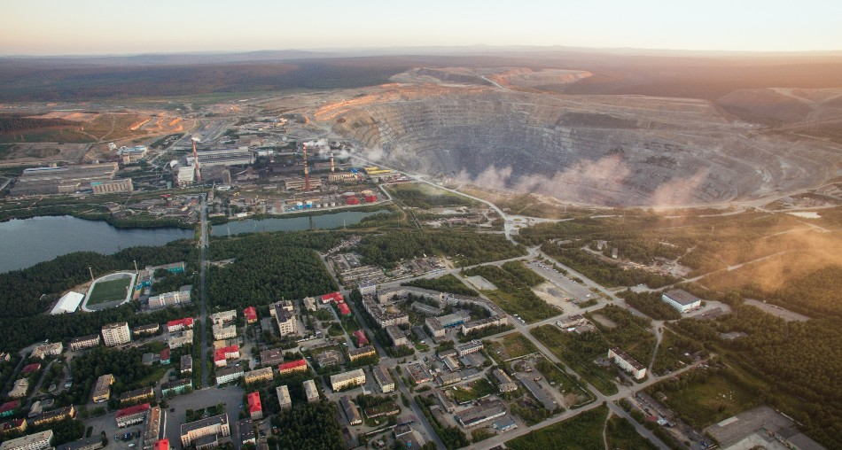 Das Bergwerk in Kowdor / Foto © Maksim Mugatin