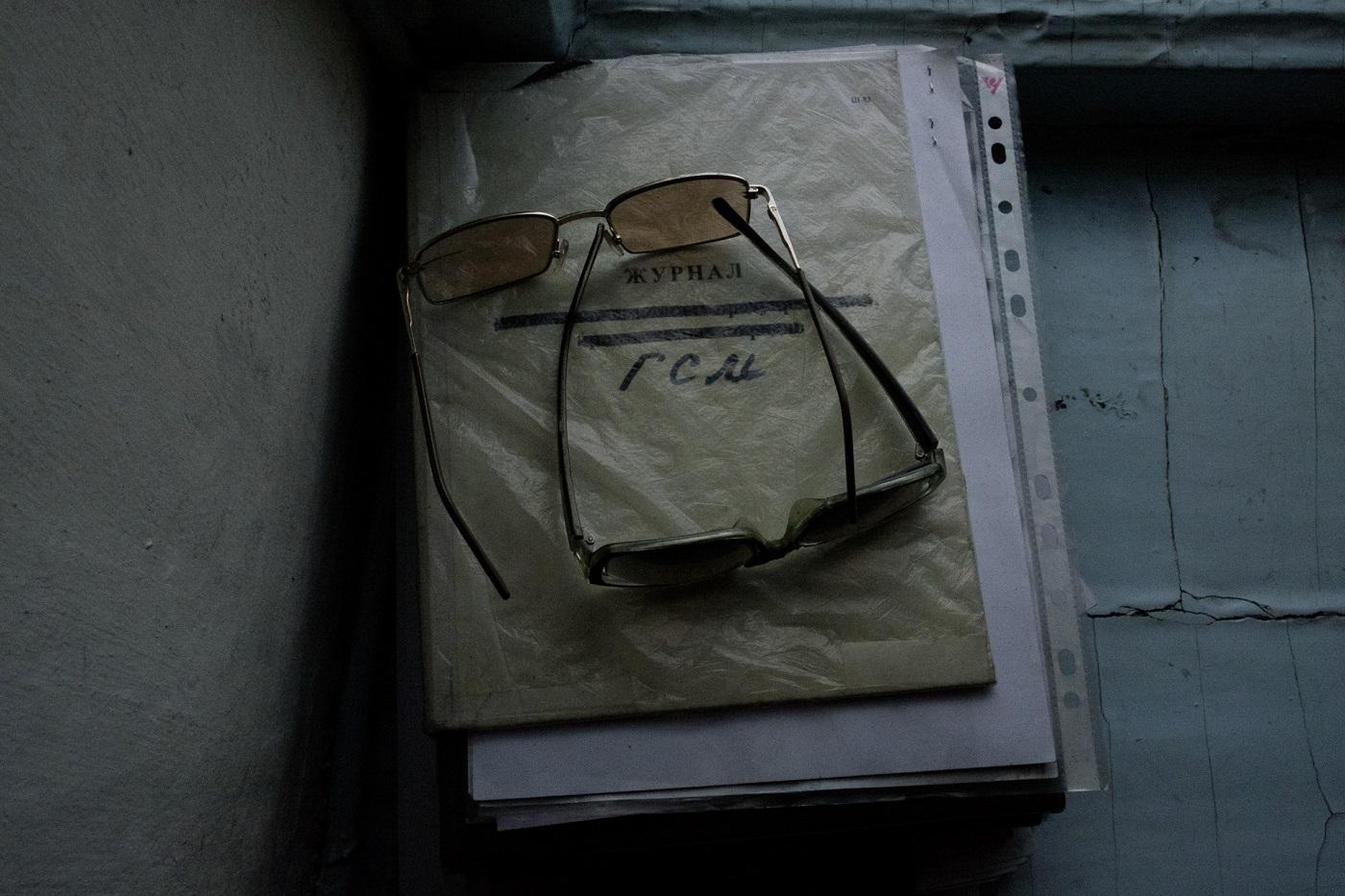 Notizen bei Regen und bei Sonnenschein - Nikolajs Brillen und das Dienstbuch