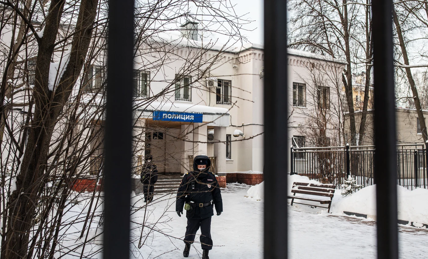 Der Prozess gegen Alexej Nawalny fand in der Moskauer Polizeistation in Chimki statt / Foto © Dawid Frenkel/Mediazona