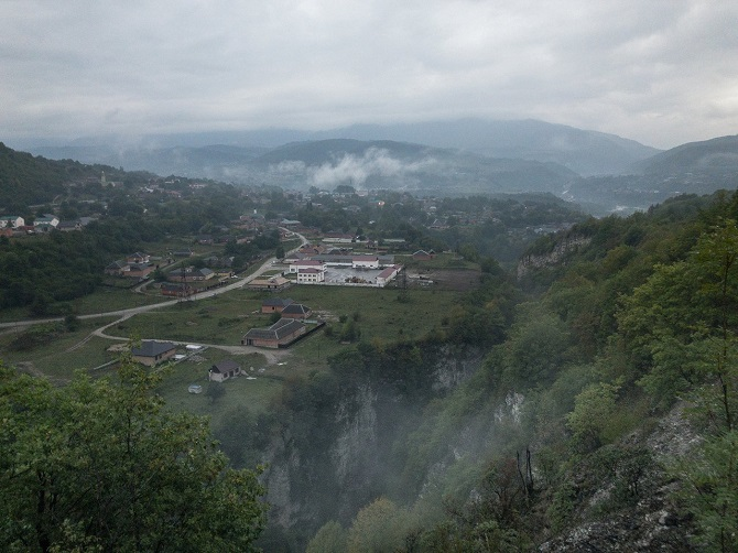 Das tschetschenische Dorf Tschatoi im September 2018 / Foto © Dmitry Markov für Meduza