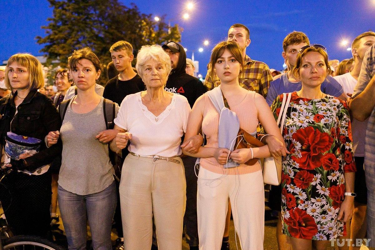 Frauen wurden bei den Protesten schnell zu einem agierenden Kollektiv, hier am 11. August 2020 in Minsk / Foto © Olga Schukailo/tut.by
