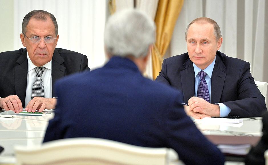Verschlüsselte Signale, doch ein Gespräch kommt nicht zustande – Russland und der Westen. Foto © kremlin.ru