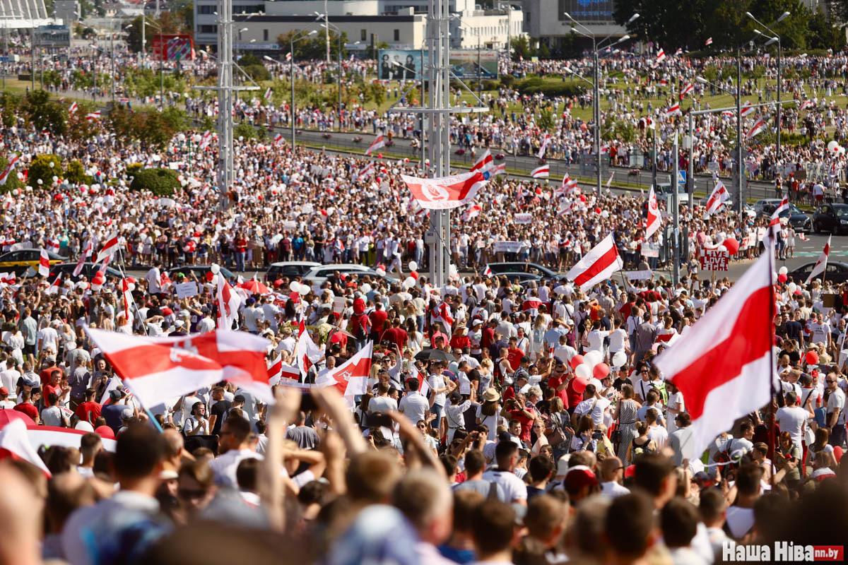 Am Sonntag nach der Wahl im August 2020 protestierten hunderttausende Menschen in Minsk gegen die Machthaber / Foto © Nadseja Bushan/Nasha Niva