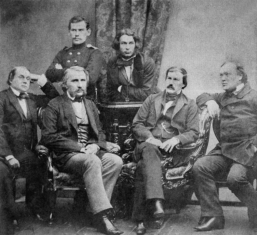 Obere Reihe (v.l.n.r.): Lew Tolstoi, Dimitri Grigorowitsch; untere Reihe (v.l.n.r.): Iwan Gontscharow, Iwan Turgenjew, Alexander Drushinin, Alexander Ostrowski