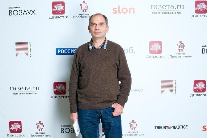 """Der Physiker Sergej Schpilkin analysiert das Verhältnis von Wahlbeteiligung und abgegebenen Stimmen / Foto © Orgkomitet Premija """"Proswetitel"""""""