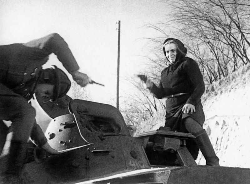 """Der Film """"Sie verteidigt die Heimat"""" (1943) stellte die Figur der Mutter (= Russland) in den Mittelpunkt, die in den 1930er Jahren im Figurenensemble fehlte, denn dort dominierte der patriarchalische Vater (Stalin). / © RIA Novosti/Sputnik"""
