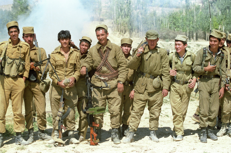 Junge Soldaten der afghanischen Streitkräfte nach einem Einsatz, 01.09.1988 / Foto © Andrej Solomonow/Sputnik