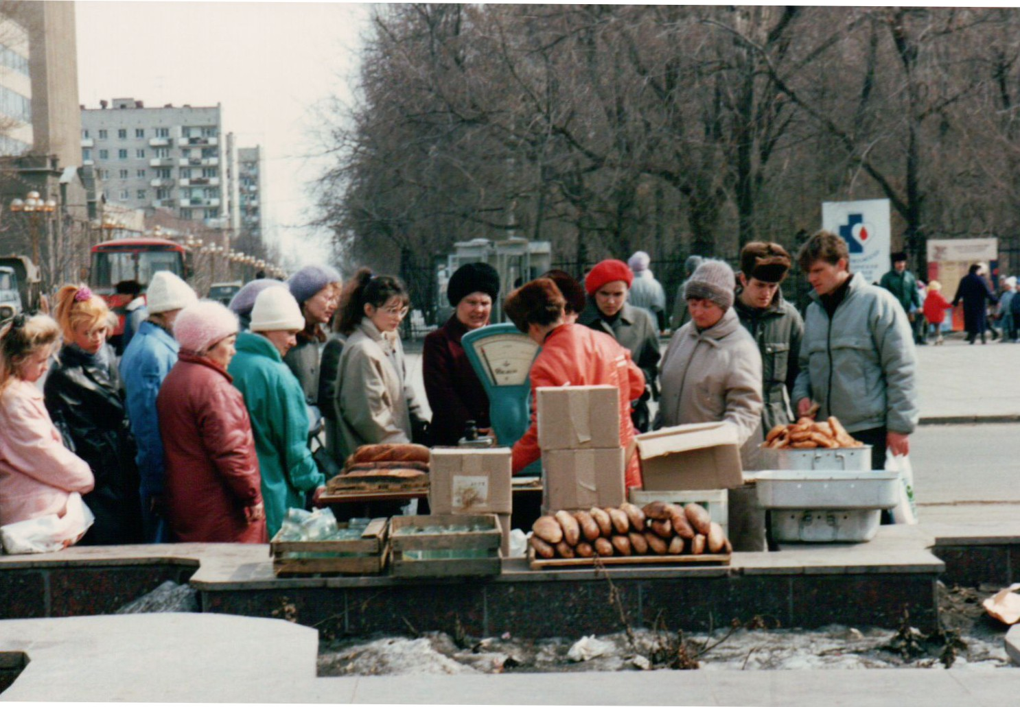 Der Handel trieb überall wilde Blüten – monatelang ohne Lohn, wurden die Menschen zu Gewerbetreibenden / Foto © Brian Kelley/flickr.com, 1992