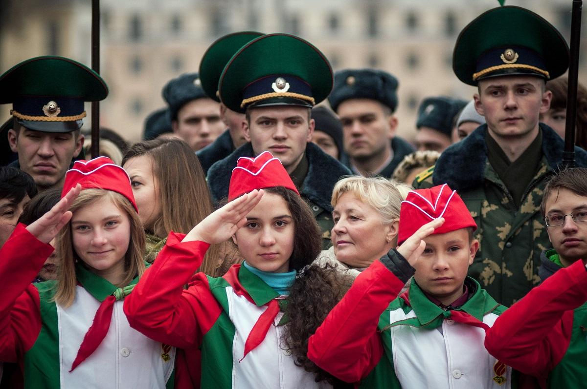 In der vierten Klasse werden aus den Oktjabrjata Pioniere, aus den roten Halstüchern werden rot-grüne / Foto © Zuma/tass
